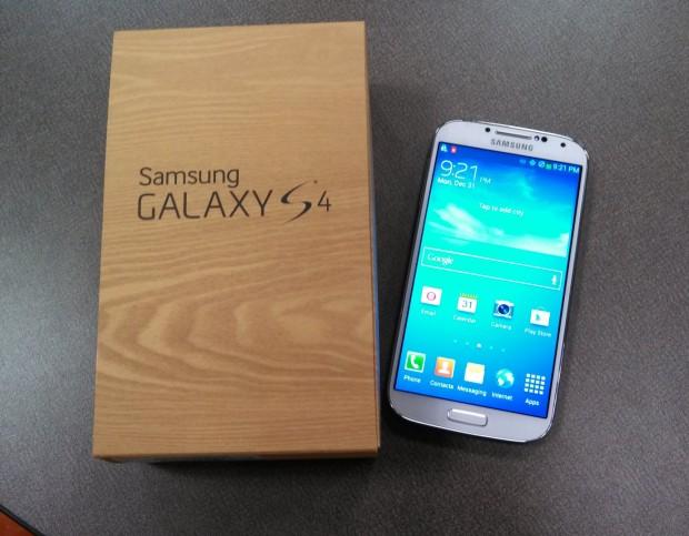 Samsung Galaxy S4 e sua caixa