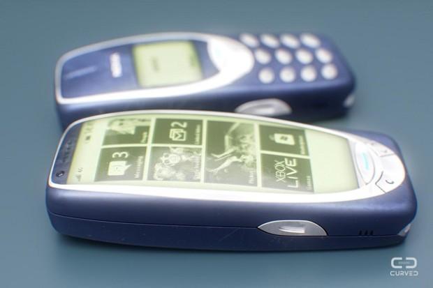 Dá para observar que este Nokia 3310 está realmente rodando um Windows Phone © Curved